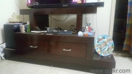 TV UNIT IN GOOD CONDITION